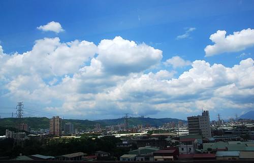 好藍的天好白雲