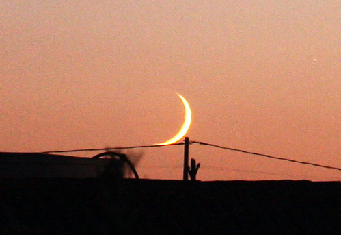 Moonset with fencepost tripod (Crop)