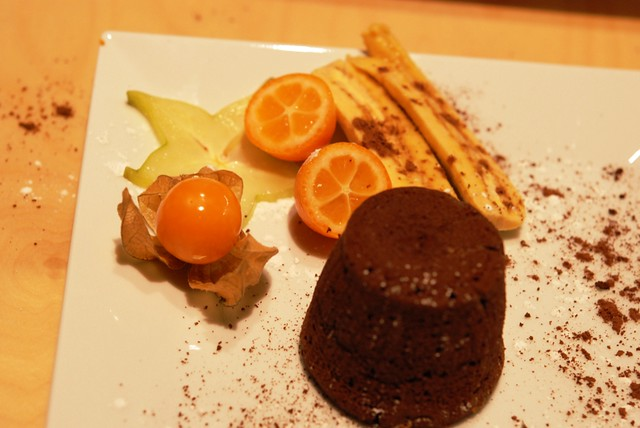 El Coulant de Chocolate con Frutas Tropicales