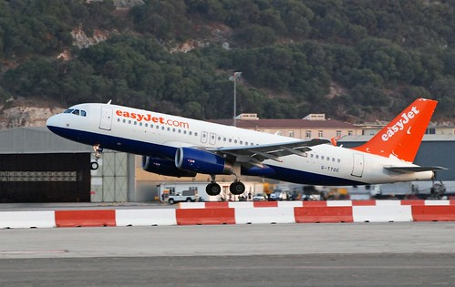 EasyJet A320 take-off