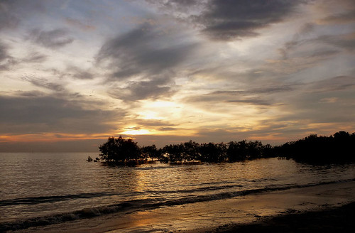 Pantai Morib Oct 4th - 18 Setting sun hidden by clouds