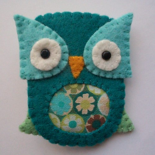 october freebie owl brooch by paper-and-string-on-flickr