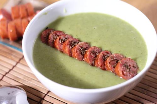 Bol de soupe au chou & à la saucisse