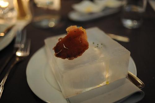 サーモンと乾燥トナカイ肉、氷皿のせ