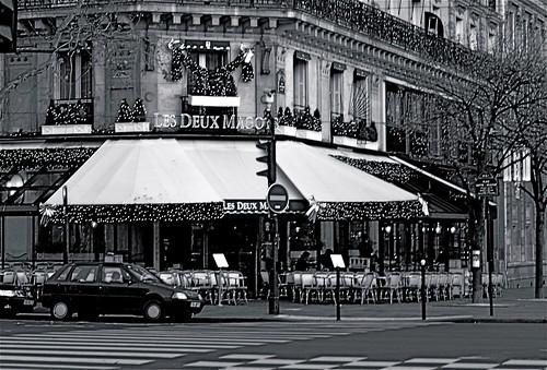 """Brasserie """" Les Deux Magots """" Place St Germain des Près ---Paris noir et blanc por regis frasseto."""