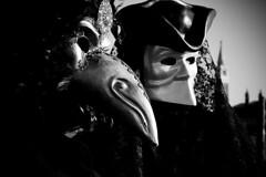 tristi ricordi in maschera (Nicola Zuliani) Tags: venice carnevale venezia biancoenero maschere nizu nicolazuliani wwwnizuit