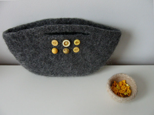 grey and yellow clutch