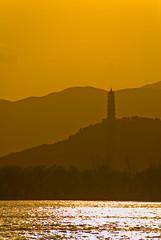 Pékin (Beijing) 北京  Le Palais d'été  颐和园  玉泉山 (jeanmichelchuiche) Tags: china sunset landscape pagoda beijing jade 北京 summerpalace chine couchant coucherdesoleil pagode yufeng sourcedejade pékin palaisdété