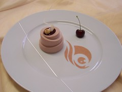 Monoporzione cioccolato al latte e inserimento di ganache ai cramberries e griottine...