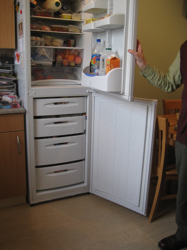 Hotpoint FFA90 - Fridge Freezer