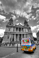 St Paul's Cathedral Gelateria (5ERG10) Tags: england blackandwhite bw colour london sergio architecture photoshop nikon colours cathedral stpauls pop icecream coloring handheld van architettura hdr highdynamicrange colouring selective desaturate d300 3xp colourpop photomatix sigma1020 colorpop amiti 5erg10 sergioamiti