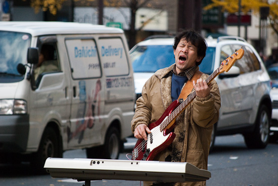 musician in osaka road_2065