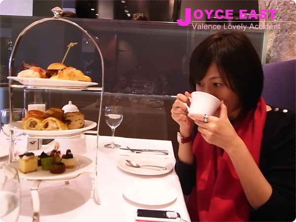 JOYCE EAST / tea time