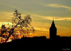 Galata Tower at Sunset (CengiZ Ai) Tags: sunset turkey istanbul galata tophane addictedtoflickr top20colorpix flickrsbest enstantane yangnyeri olympussp570uz flickrlovers vosplusbellesphotos galatatoweratsunset