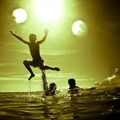Swimming  at 2009 Underwater (javiy) Tags: family sea sky sun beach jump underwater bubbles cielo submarino submarinas sd870 wpdc17 epiceditsselection