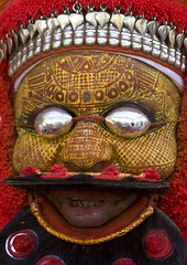Man Dressed For Theyyam Ceremony With Traditional Painting On His Face And A Mask On His Eyes, Thalassery, India (Eric Lafforgue) Tags: india metal democracy eyes worship vishnu god kerala indie ritual karnataka hindu indi indien hind indi inde headdress hodu malabar headwear headgear southasia indland  hindistan devam indija   ndia theyyam hindustan coiffe kannur kasargod muthappan teyyam  theyam thalassery tellicherry 3192  lafforgue   ericlafforgue hindia  theyyattam bhrat  theyyaattam kolathunadu indhiya bhratavarsha bhratadesha bharatadeshamu bhrrowtbaurshow  hndkastan