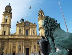 Munich, Theatinerkirche (palestrina55) Tags: church statue germany munich mnchen geotagged bayern deutschland bavaria lion thumbsup 2008 theatinerkirche palestrina55 geo:lat=48141755 geo:lon=11577812