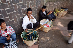 Street Photography at Bogor #10 (Roslan Tangah (aka Rasso)) Tags: street people d50 indonesia photography town candid streetphotography tamron indonesian bogor 1118mm pulaujawa