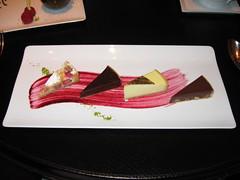 L'Atelier de Joel Robuchon: Patisserie du jour - rhubarb, dark chocolate, lemon, peanut caramel tarts