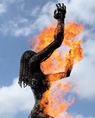 Rapture (jurvetson) Tags: sculpture woman topf25 metal giant fire wire geek weekend warmth burning faire maker dido feu epiphany chaleur makerfaire femmeenfeu