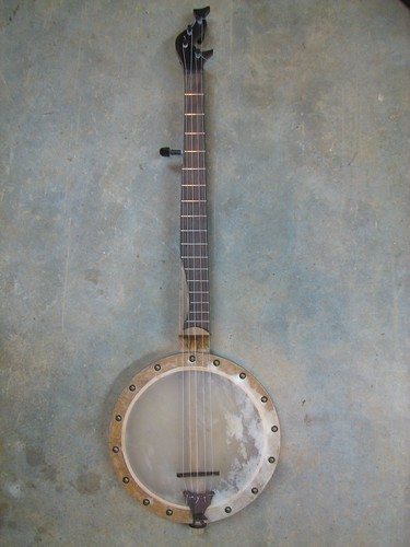 Tackhead banjo with internal tensioning