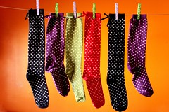 Varal de meias felizes (Honey Pie!) Tags: orange colors yellow socks cores laranja colores amarelo bolinhas onsale meias gettyimages varal gettyimage highsocks prendedores avenda
