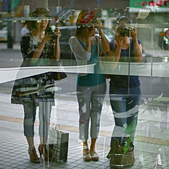 Three ladies *3 (otarako☺︎) Tags: chizu 松本 otarako yocca 080814matsumoto 乙女の集い 切り絵個展「緋色」 一緒に写り隊