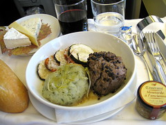 Dinner () Tags: ca vacation holiday canada cheese bread wine quebec beef queso steak bacchus vin boeing brie rtw tablesetting placesetting fromage kse 747 ost whiteplate vacanze brea frenchbread vino airfrance carneasada wein b747 foodie 1933 747400 businessclass roundtheworld globetrotter mediumrare welldone kaas  caws 083 worldtraveler   worldbusinessclass skyteam dinnersetting dinningtable lespaceaffaires seatbacktray lefromage kativik   seatbacktable