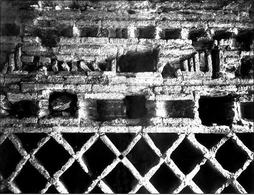 Foto de la inscripción fundacional de la Mezquita del Cristo de la Luz (Toledo), al ser descubierta en 1899