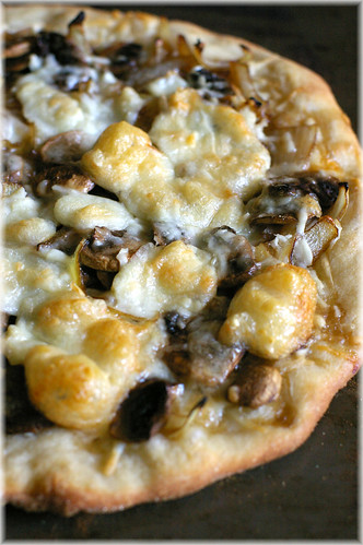 caramelized onion, mushroom & three cheeses pizza