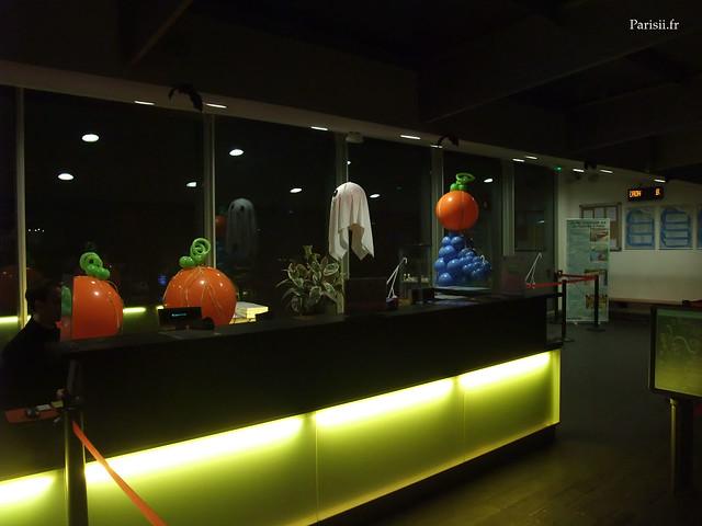 comptoir de la patinoire Pailleron, décoré pour Halloween
