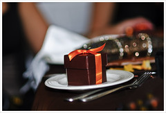 The Gift (fotoJENica) Tags: dinner nikon box gift surprise present ribbon regalo obsequio jennyromney