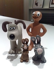 Gromit, Morph and bunnies (Wooly Matt) Tags: london classic nokia ddb preview 6220 wallacegromit amatterofloafanddeath