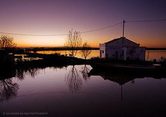 El Palmar at twilight (Salva del Saz) Tags: sunset house lake reflection water valencia canon lago atardecer eos casa twilight wire spain agua raw purple angle dusk wide cable calm 09 reflejo mauve gran crepusculo angular stillness calma ocaso 1022mm hitech 1022 palmar albufera elpalmar morado malva efs1022mm quietud gnd nonhdr 40d salvadordelsaz salvadelsaz traquilidad matadelesrates gruposindicaldecolonizacionn94