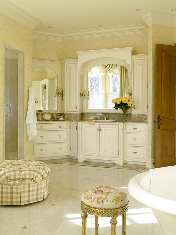 DP Howard-french-bathroom s3x4 lg
