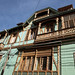 I vecchi balconi in legno delle case di Valparaiso