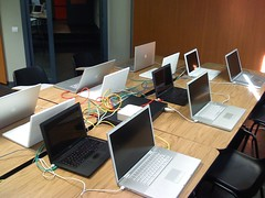 Training Sesion Mac OS X Server (Leo201) (je@n) Tags: madrid camera apple training osx course leopard usb isight 105 macosx client server msc essentials certification backcover macosx104 reparacin actc opticaldrive ampliacin homebutton aatc igeek dockconnector acsp macosx105 acmt iphone3g aasp achds frontbezel antennacover igeeksmartsolutions serviciotcnicomac asistenciatcnicamac