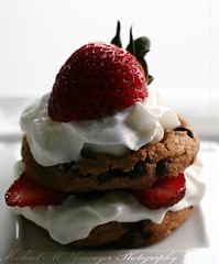Cookies + Cream + Strawberry (Mashael Al-Shuwayer) Tags: food cookies digital canon eos strawberry chocolate cream internationalfood 400d mashael alshuwayer