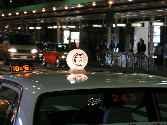 出租车顶灯上的风景 - 碌碡画报 - 碌碡画报