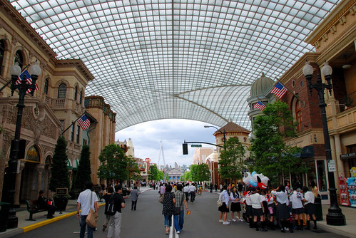 進入環球影城後超大條的馬路,兩旁都是西式建築