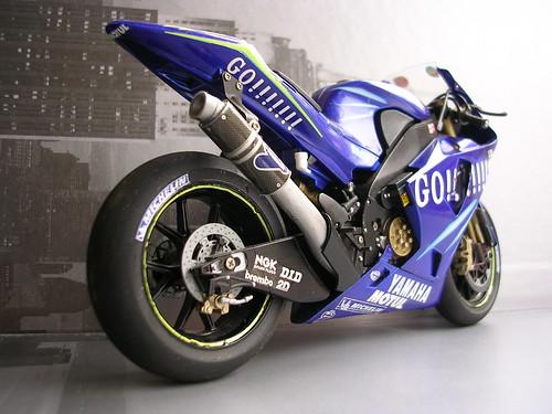 Yamaha Yzr M1 2004 Valentino Rossi Tamiya Escala 1 12 A Photo On