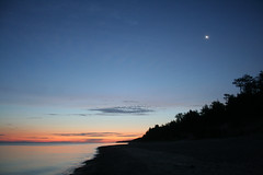 Sunrise/Moonset, Lake Superior (Godzuki) Tags: camping sky beach water sunrise nationalpark lakesuperior upperpenninsula picturedrocks algercounty 12milebeach