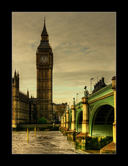 Saldant un deute amb el Big Ben ([Lapicero]) Tags: bridge london westminster rio thames river puente bigben londr