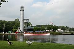 Paterswolde (Bert Kaufmann) Tags: city lighthouse lake holland netherlands restaurant geese nederland ganzen groningen paysbas vuurtoren stad paterswolde paterswoldsemeer niederlande