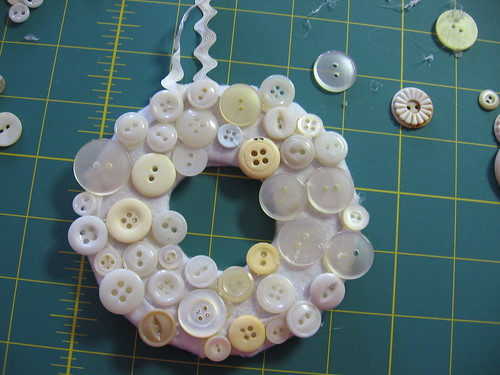 Button Wreath Tut 14