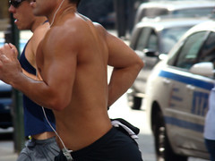 runner's bustle (istolethetv) Tags: nyc newyorkcity photo back foto image manhattan snapshot picture photograph torso gothamist jogging jogger correndo summerstreets august242008 summerstreetsweek3