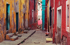 Guanajuato street (mexadrian) Tags: blue red yellow mexico doll colores guanajuato folklorico muñeca callejon