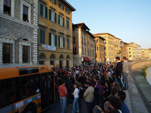 Corteo davanti al Rettorato dellUniversità di Pisa