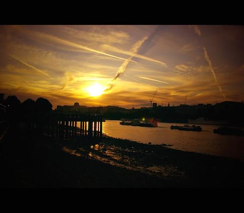 Dark sunset over the Thames river