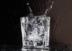 """""""Vaso con hielo salpicando"""" (Marcelo Savoini) Tags: ice glass speed high nikon splash velocidad hielo vaso d40 salpicando"""